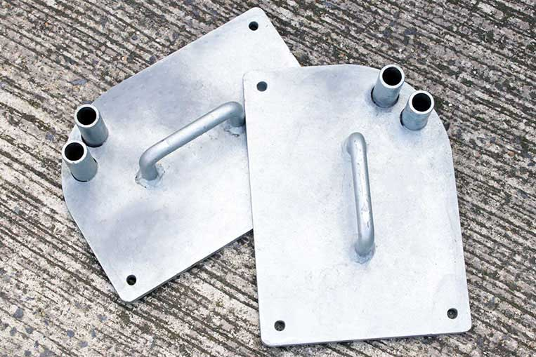 Pair of gate weights
